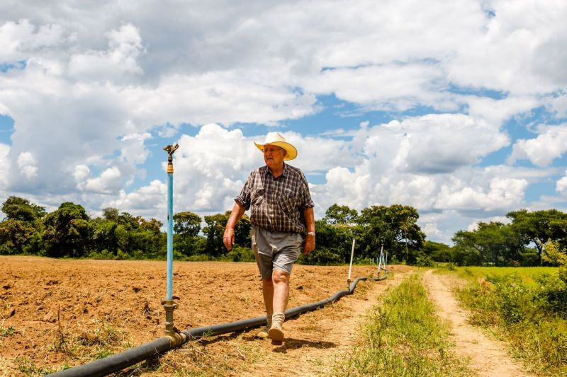 Zimbabwean commercial farmer Rob Smart inspects irrigation pipes for a potato crop at Lesbury Estates farm in Headlands, east of the capital Harare, on Feb. 1, 2018 days after Smart was allowed to return to his land.