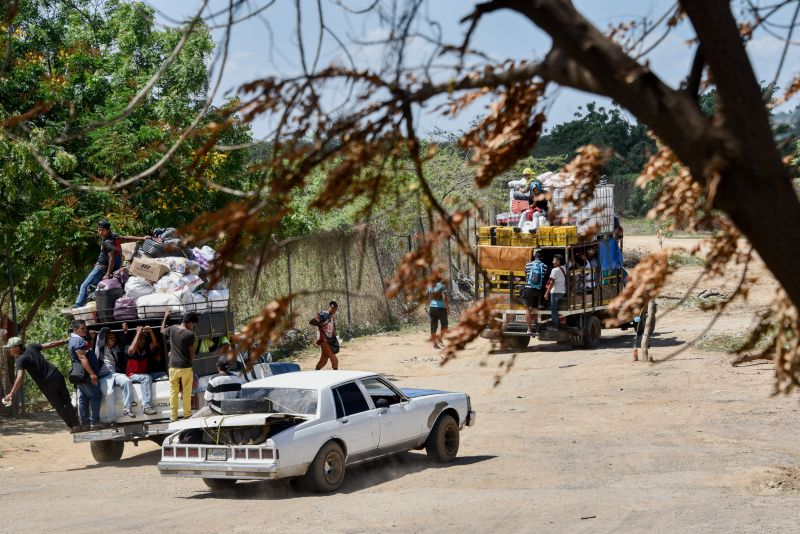 Vehicles loaded with goods and people cross the border from Venezuela at Paraguachón, Colombia, on June 9.