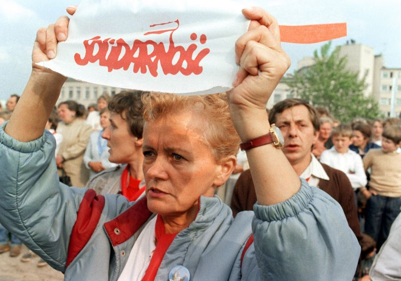 A Solidarity union supporter holds a sign as she and several thousands gather for an open-air Mass celebrated by Pope John Paul II in Gdansk on June 12, 1987.