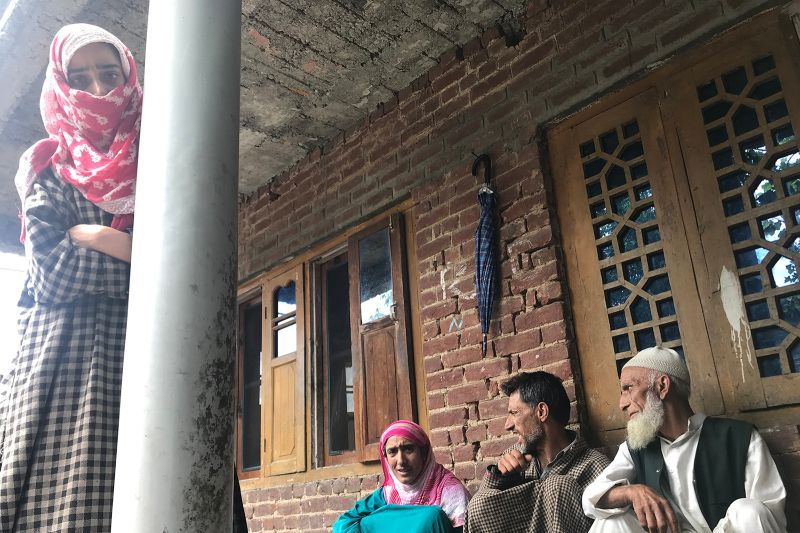 homepage-Kashmir- Soumya-Shankar-PULWAMA-family