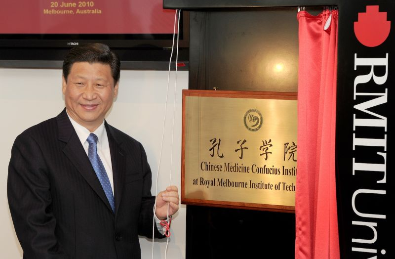 Then-Chinese Vice President Xi Jinping unveils the plaque at the opening of Australia's first Chinese Medicine Confucius Institute.