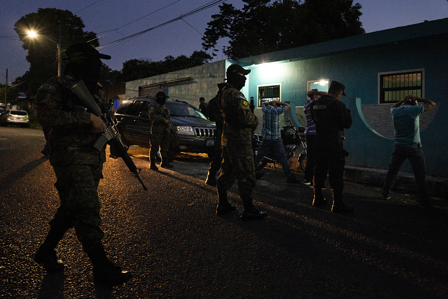 Officers raid a brothel and bar in Lourdes Colón, in the department of La Libertad, on Sept. 24 in a joint operation between the police Fuerza Operativa Conjunta Anticriminal and the Army.
