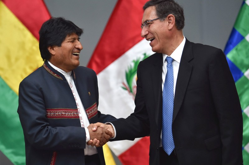 Peruvian President Martín Vizcarra (right) shakes hands with his Bolivian counterpart, Evo Morales, during their fifth joint staff meeting in Peru on June 25.