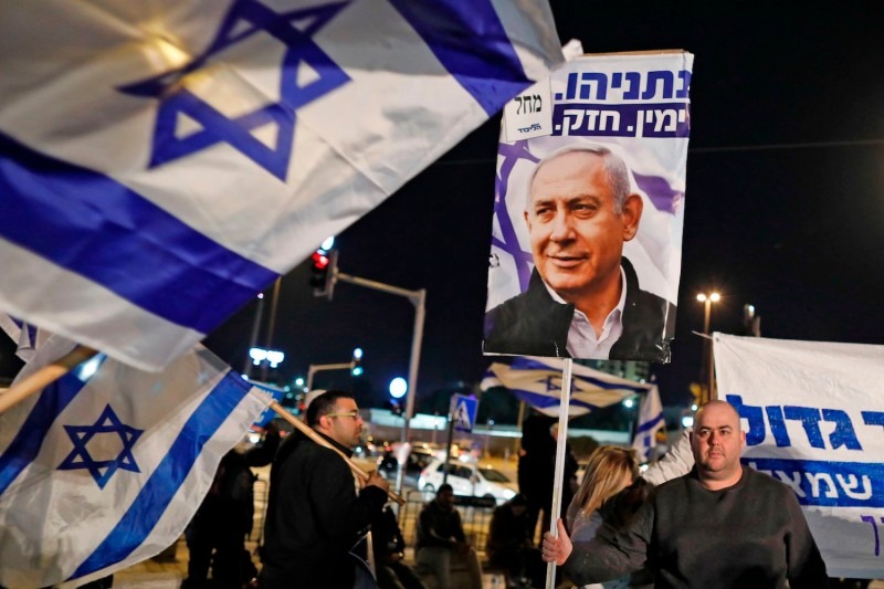 People demonstrate in support of Israeli Prime Minister Benjamin Netanyahu.