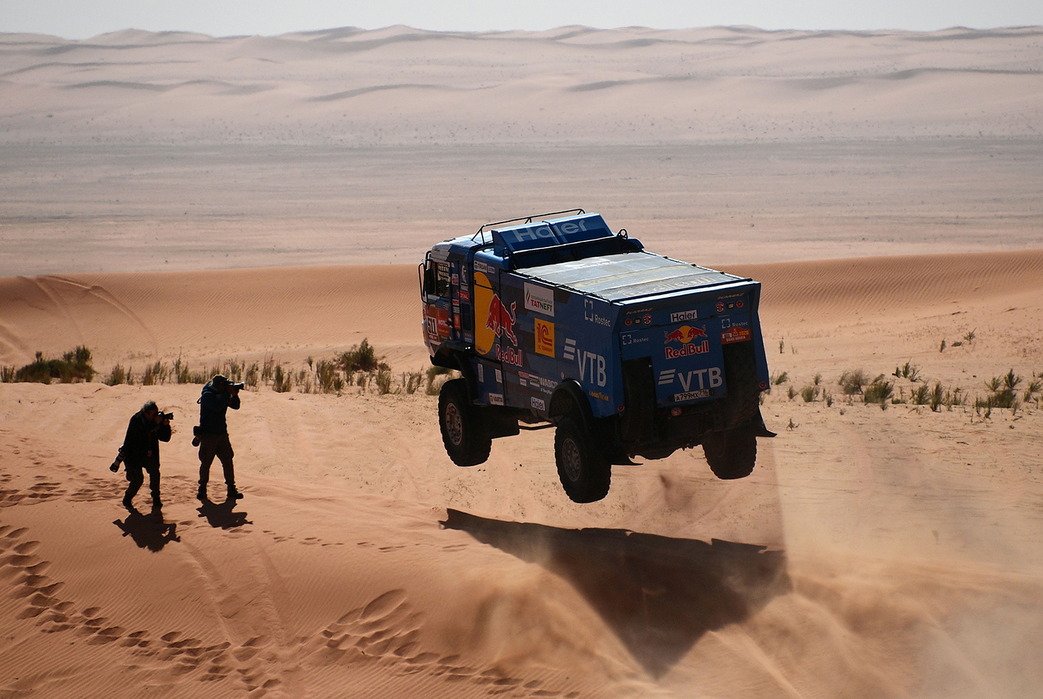 Drivers compete during Stage 6 of the Dakar 2020 between Ha'il and Riyadh, Saudi Arabia, on Jan. 10. FRANCK FIFE/AFP via Getty Images