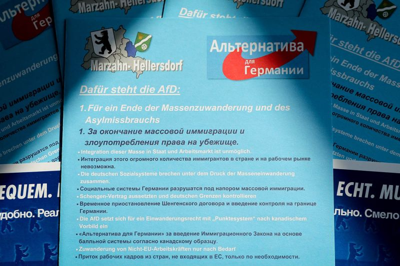 An AfD election brochure in Russian and German