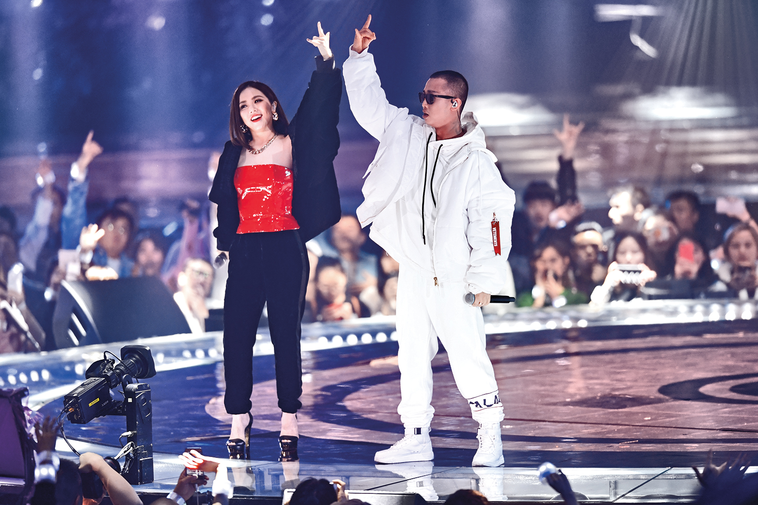 The Chinese rapper Gai, right, who tied for first place on The Rap of China, performs with the Hong Kong singer G.E.M. in Guangzhou, southern China, on Dec. 31, 2017.