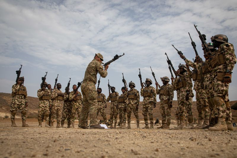 A Soldier assigned to the United Kingdom specialized infantry trains Nigerian forces on refined weapon-reloading techniques during Flintlock 20 near Thies, Senegal, Feb. 17, 2020. (U.S. photo by Sgt. Steven Lewis)