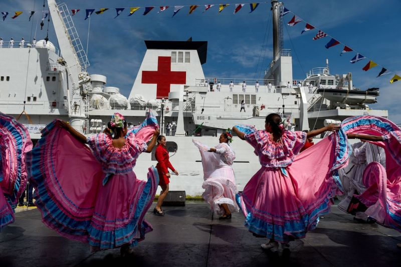 Venezuelan dancers welcome the Chinese hospital ship Peace Ark on its arrival at the port of La Guaira, Venezuela, on Sept. 22, 2018.