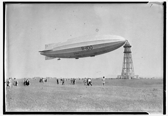 The R-100 airship, circa 1920.