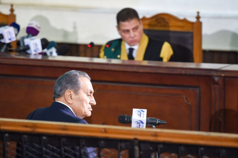 Egyptian judge Mohammed Shirin Fahmi (background) listens to the testimony of former president Hosni Mubarak (front), who was ousted following a popular uprisal in 2011, during a session in the retrial of members of the now-banned Muslim Brotherhood over charges of plotting jailbreaks and attacks on police during the 2011 uprising, at a make-shift courthouse in southern Cairo on Dec.  26, 2018.