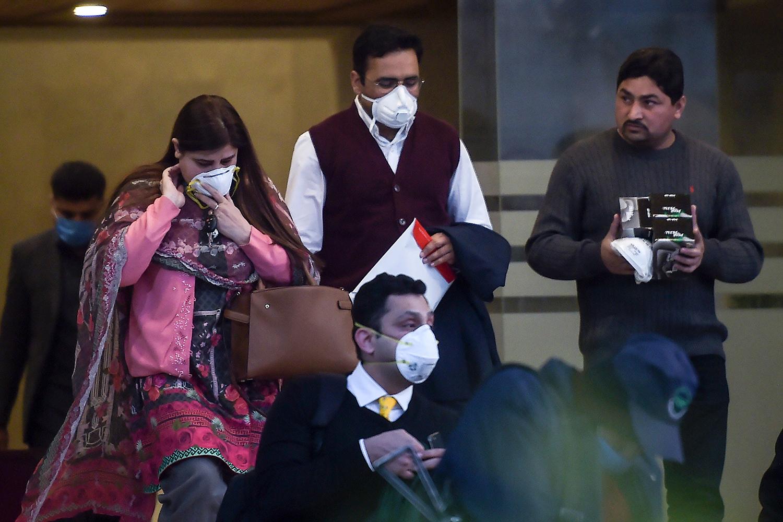 Pakistan Resumes China Flights Despite Coronavirus Crisis