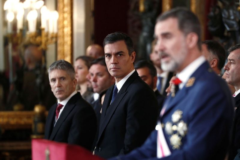 Spanish Prime Minister Pedro Sanchez (C) looks at Spain's King Felipe VI at the Royal Palace in Madrid on Jan. 7.