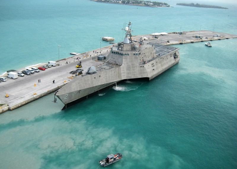 The U.S. Navy llittoral combat ship the USS Independence (LCS-2) arrives at Mole Pier at Air Station Key West, Florida, on March 29, 2010.
