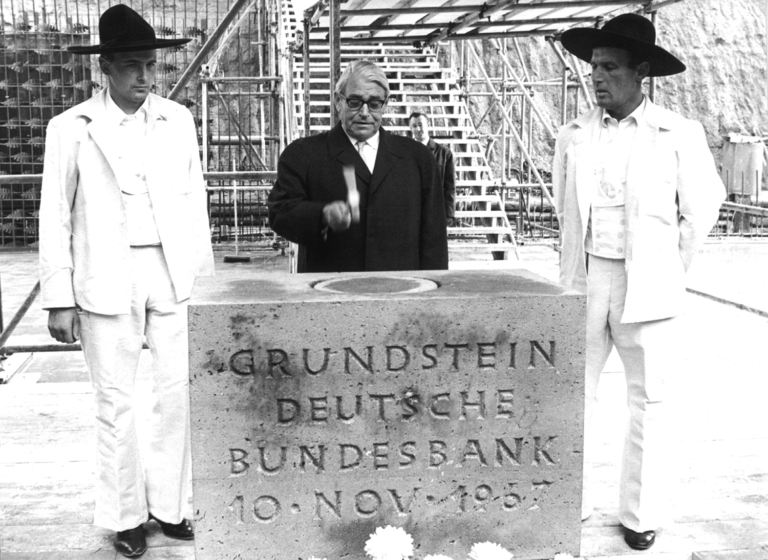 Bundesbank president Karl Blessing lays the cornerstone for the new Bundesbank building in Frankfurt in November 1967.