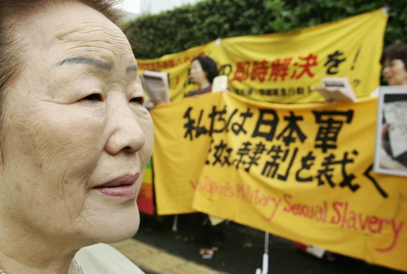 Lee Yong-soo, a South Korean victim of Japanese wartime sexual slavery, looks at her supporters during a demonstration in front of the national parliament in Tokyo on Aug. 10, 2005.