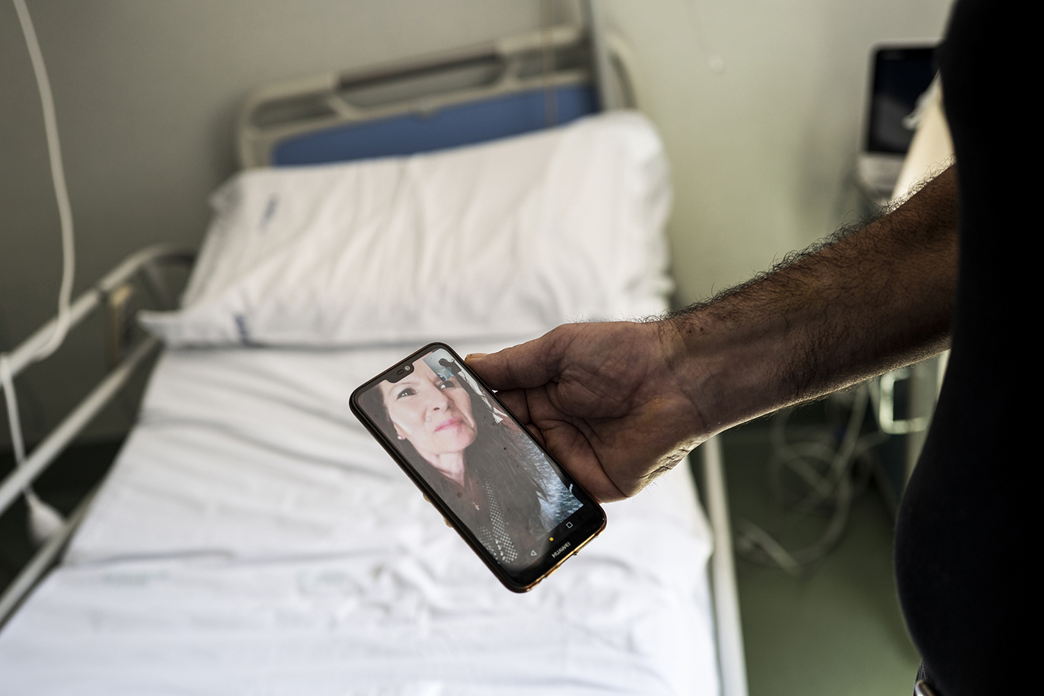 D'Agostino talks to his wife in Penne from Santo Spirito Hospital on April 27, informing her that he is finally returning home.