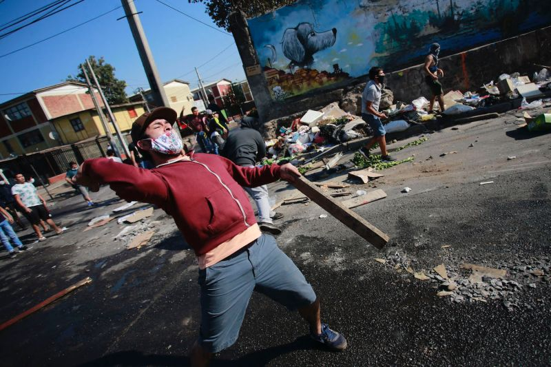 Santiago Demonstrators Clash With Police Over Food Supply