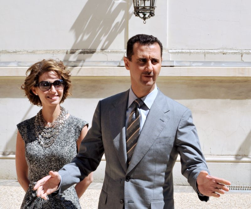 Syrian President Bashar al-Assad and his wife Asma arrive at the Elysee palace on July 14, 2008 in Paris.
