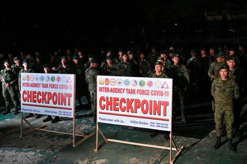 Soldiers respond to coronavirus in the Philippines