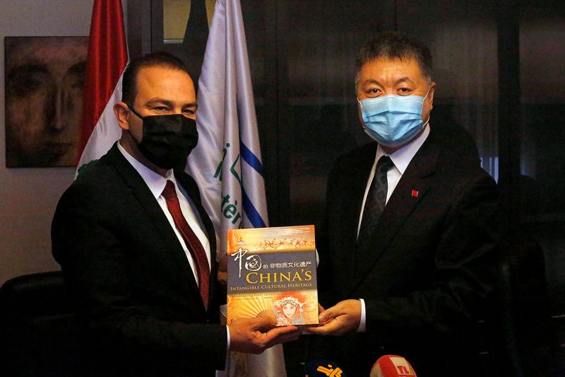 Chinese Ambassador to Lebanon Wang Kejian R presents a gift to Lebanese Culture Minister Abbas Mortada during a ceremony at the Lebanese Culture Ministry in Beirut, Lebanon, on May 27.