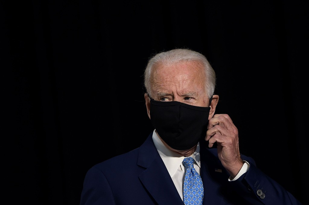 Democratic presidential candidate Joe Biden puts on his mask as he prepares to leave after speaking about the coronavirus pandemic and the economy in Wilmington, Delaware, on June 30.