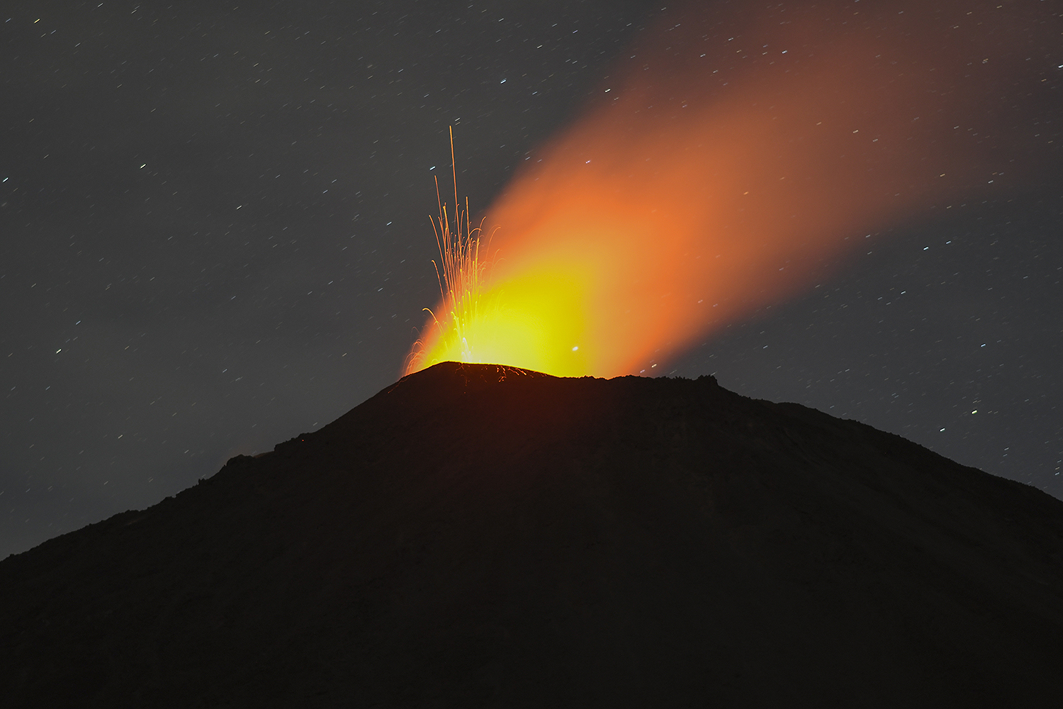 The Pacaya volcano, seen from Cerro Chino in San Vicente Pacaya, Guatemala, erupts July 25. JOHAN ORDONEZ/AFP via Getty Images
