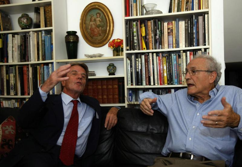French Foreign Minister Bernard Kouchner (left) visits Israeli historian Zeev Sternhell at the latter's house in Jerusalem on Oct. 5, 2008.