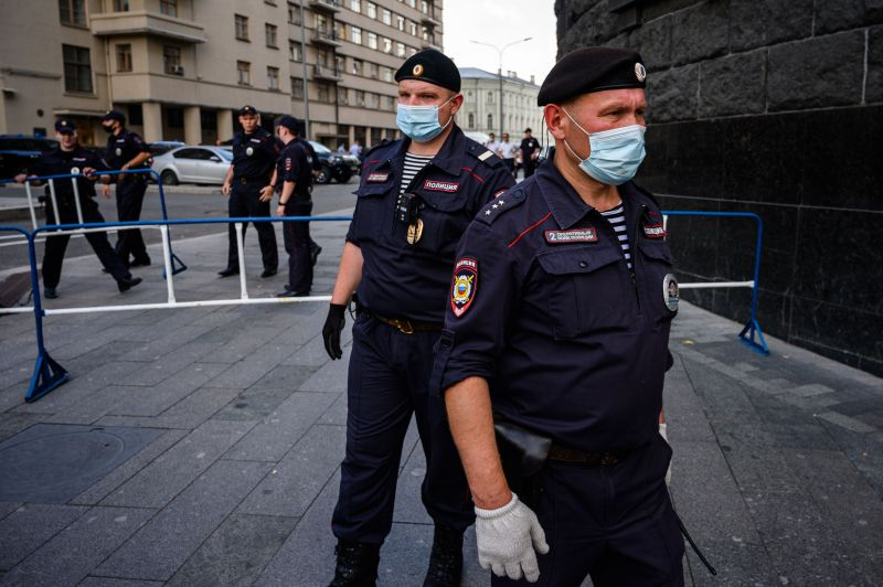 Police officers stand guard outside the headquarters of Russia's Federal Security Services (FSB) in central Moscow on July 7, 2020.