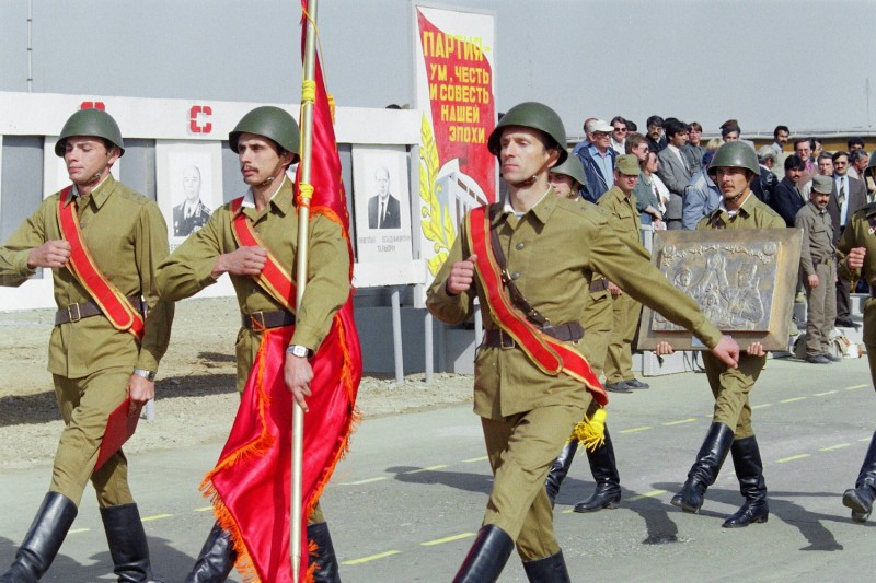 Soviet Red Army soldiers march in downtown Kabul during a military parade in October 1986.
