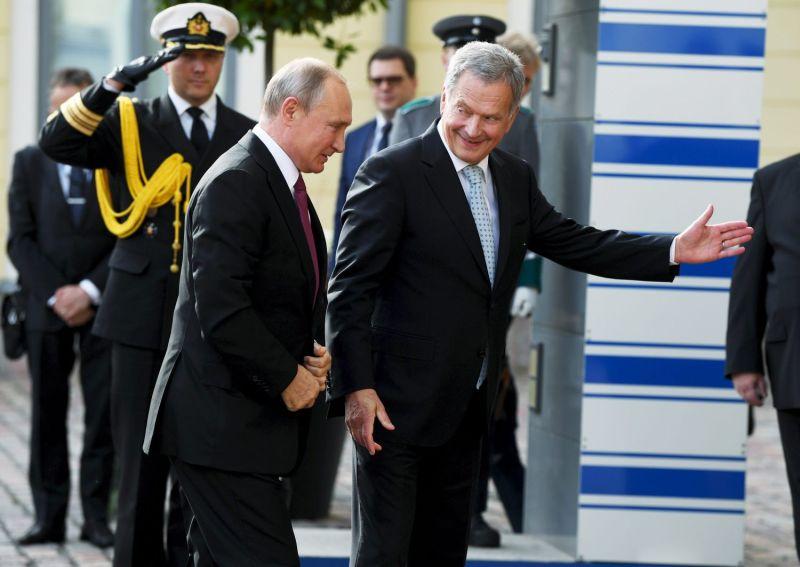 Finnish President Sauli Niinisto welcomes Russian President Vladimir Putin