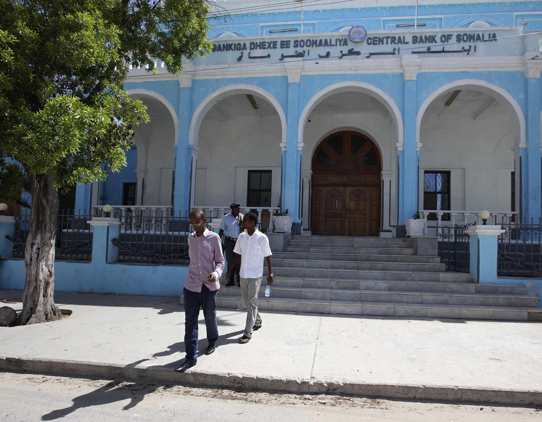 People walk outside Somalia's Central Bank in MOgadishu on May 16, 2013.
