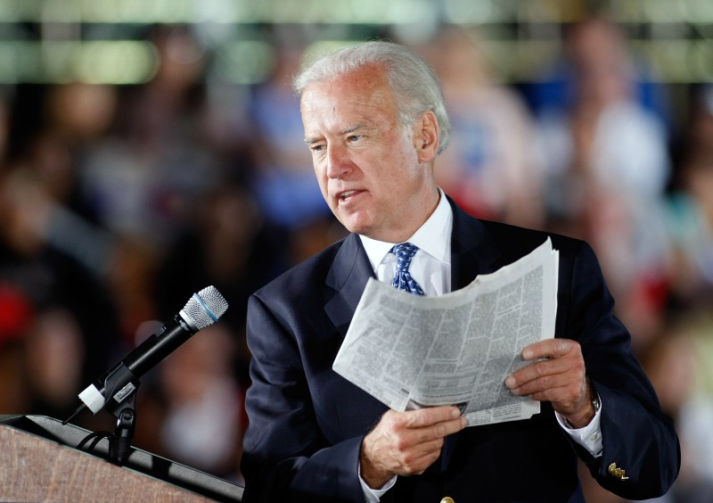 "Democratic vice presidential candidate U.S. Senator Joe Biden (D-DE) reads an article from ""USA Today"" during a rally at Morrell Park October 17, 2008 in Henderson, Nevada."