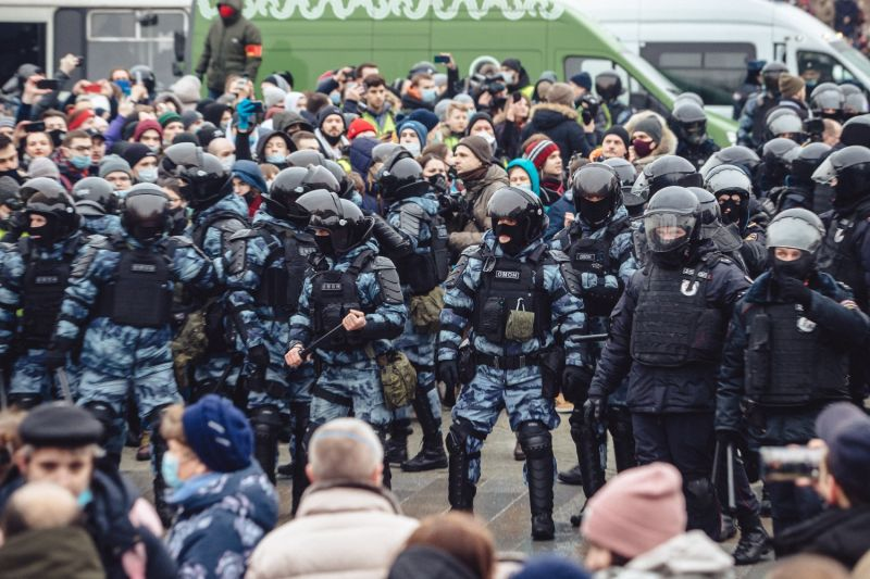 Police detain protesters in Moscow