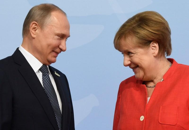 German Chancellor Angela Merkel welcomes Russia's President Vladimir Putin