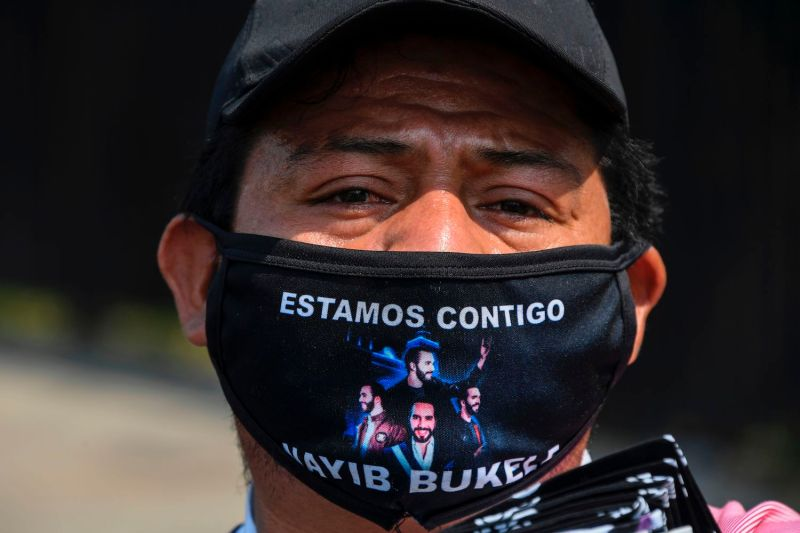 A street vendor wears as mask a message of support for Salvadoran President Nayib Bukele in San Salvador on May 1, 2020.