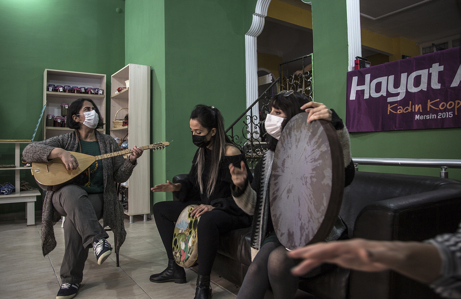 Guzel practices with the members of her group in a makeshift space in the city center of Mersin on Nov. 23, 2020.