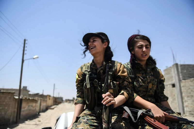 Members of the Kurdish Women's Protection Units arrive on the front lines in the eastern outskirts of Raqqa on July 18, 2017.