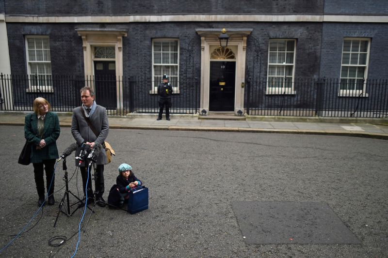 Richard Ratcliffe, husband of the jailed British-Iranian woman Nazanin Zaghari-Ratcliffe currently being held in Iran, addresses the press with mother Barbara Ratcliffe and daughter Gabriella Ratcliffe in front of 10 Downing Street on Jan. 23, 2020 in London.