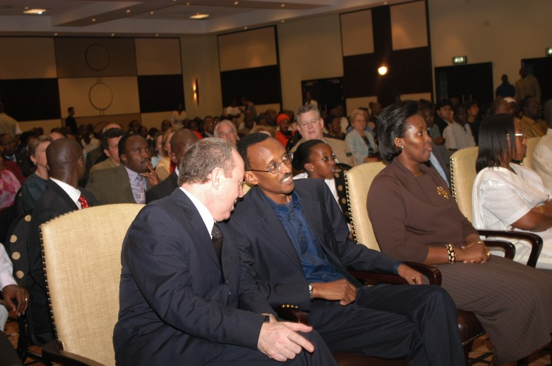 Director Terry George talks to Rwandan President Paul Kagame