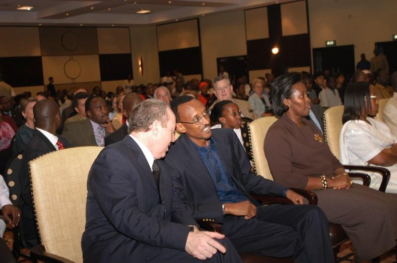 Director Terry George talks to Rwandan President Paul Kagame
