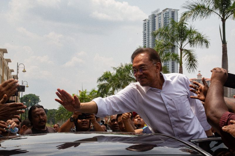 Malaysian politician Anwar Ibrahim waves to his supporters outside the headquarters of the People's Justice Party (PKR) in Kuala Lumpur, Malaysia on March 1, 2020