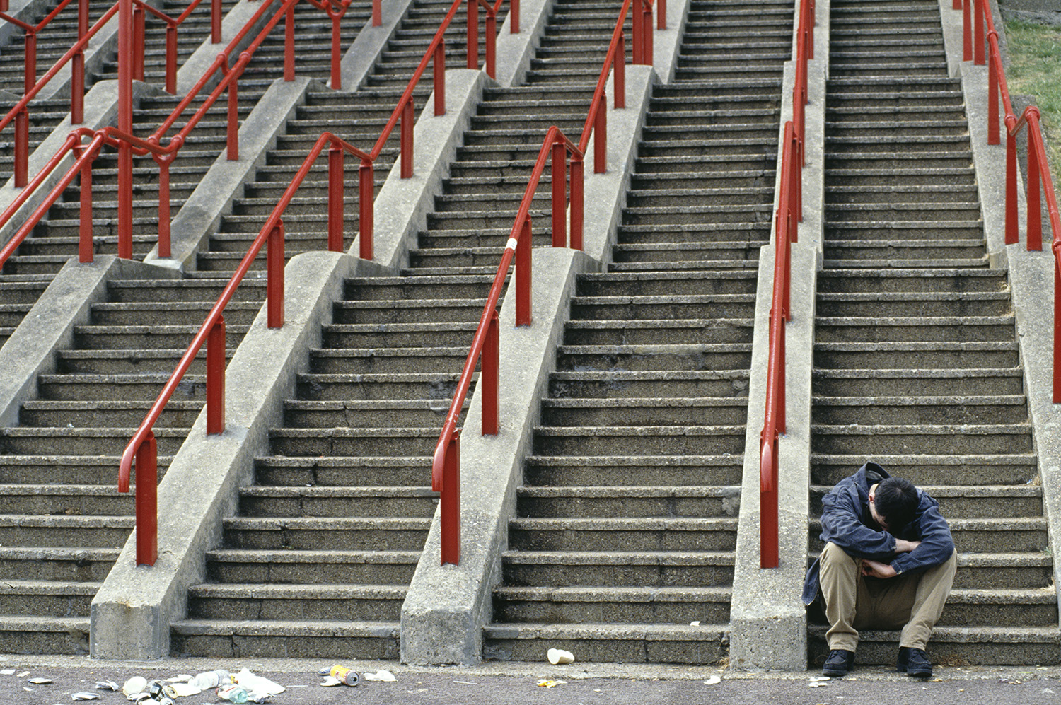 A ticketless fan reacts on the steps outside Wembley Stadium during the 1995 FA cup Final between Everton and Manchester United in London on May 20, 1995.