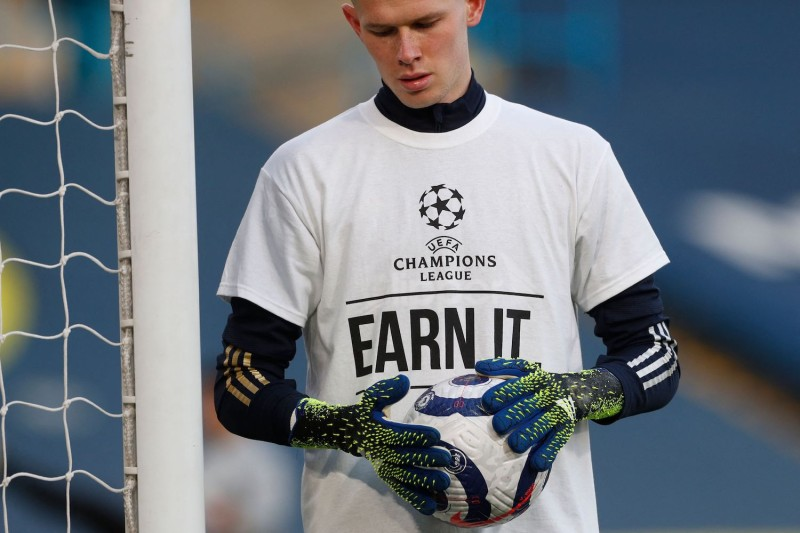 Goalkeeper Illan Meslier wears a T-shirt with a slogan against the European Super League.