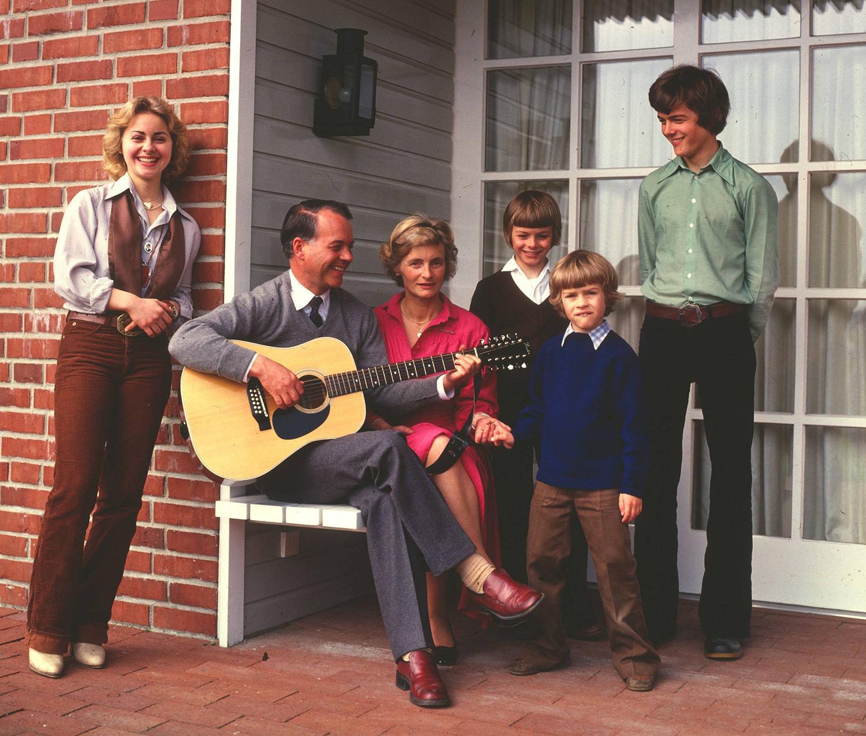 Ursula von der Leyen (left) with her father, Ernst Albrecht, in a family photo from 1978.