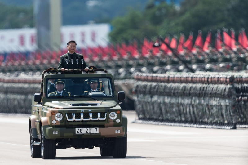 Xi Jinping with PLA soldiers in Hong Kong
