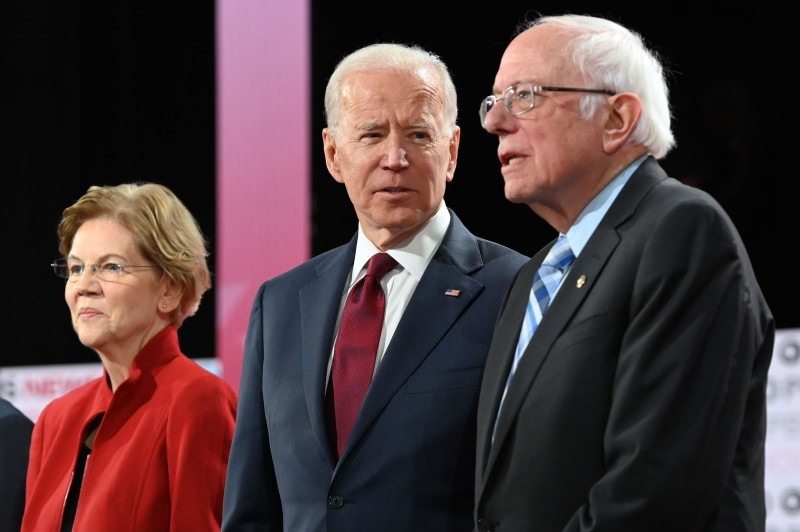 Democratic presidential candidates arrive at primary debate.