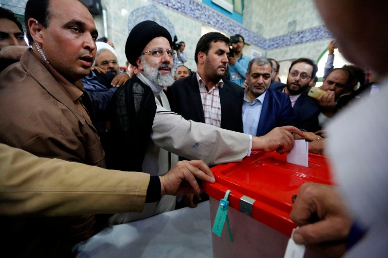 Iranian presidential candidate Ebrahim Raisi casts his ballot for the presidential elections at a polling station on May 19, 2017 in Tehran.