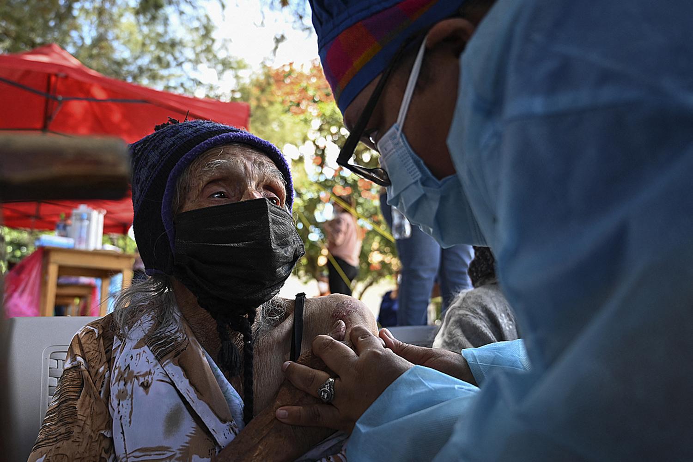 Woman gets vaccine