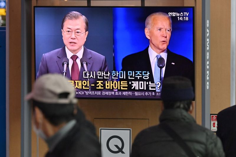 A television news program reporting on the U.S. presidential election shows images of then-U.S. President-elect Joe Biden and South Korean President Moon Jae-in at a railway station in Seoul on Nov. 9, 2020.